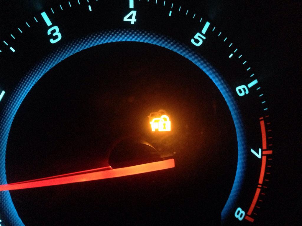 为什么汽车点火的时候感觉没力?还有在行驶途中这个灯