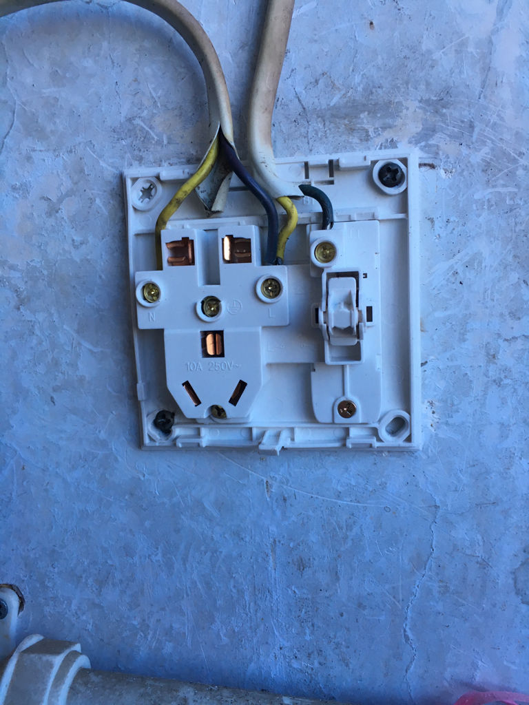 五孔插座应该怎么接线?