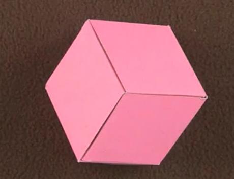 双面胶,橡皮   操作步骤: 第一步:用铅笔和尺子在卡纸上画出包装盒
