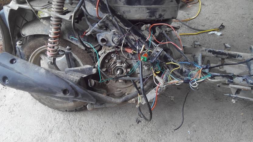 我的125踏板摩托车,烧毁了全车电路,去维修时师傅接好