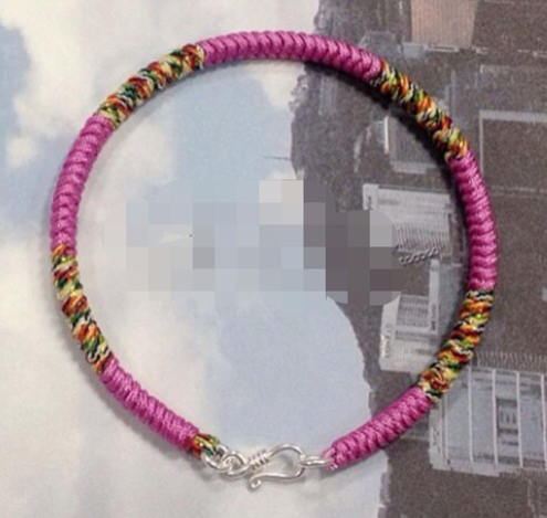 求此编绳手链的结尾s扣的编法,绳子从一头编过去到另一头是怎么装s