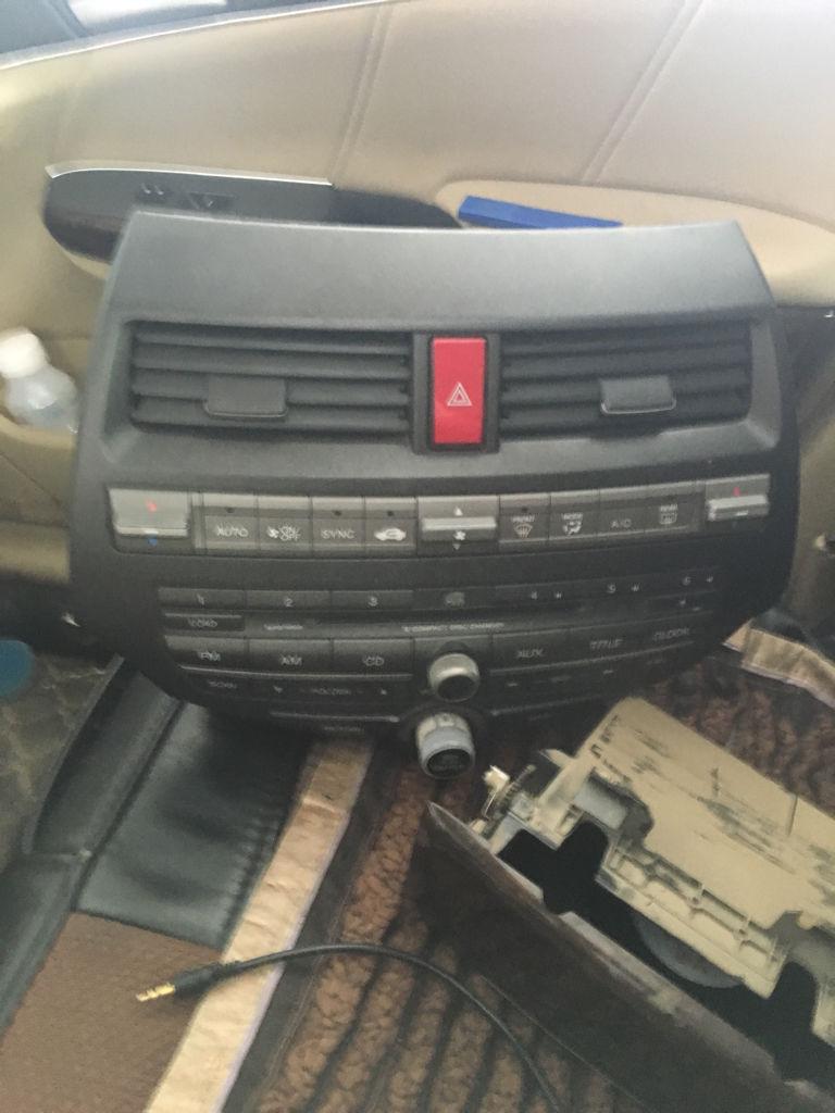 如图八代雅阁空调按键以下的全部失灵cd机可以确定是好的怎么回事?