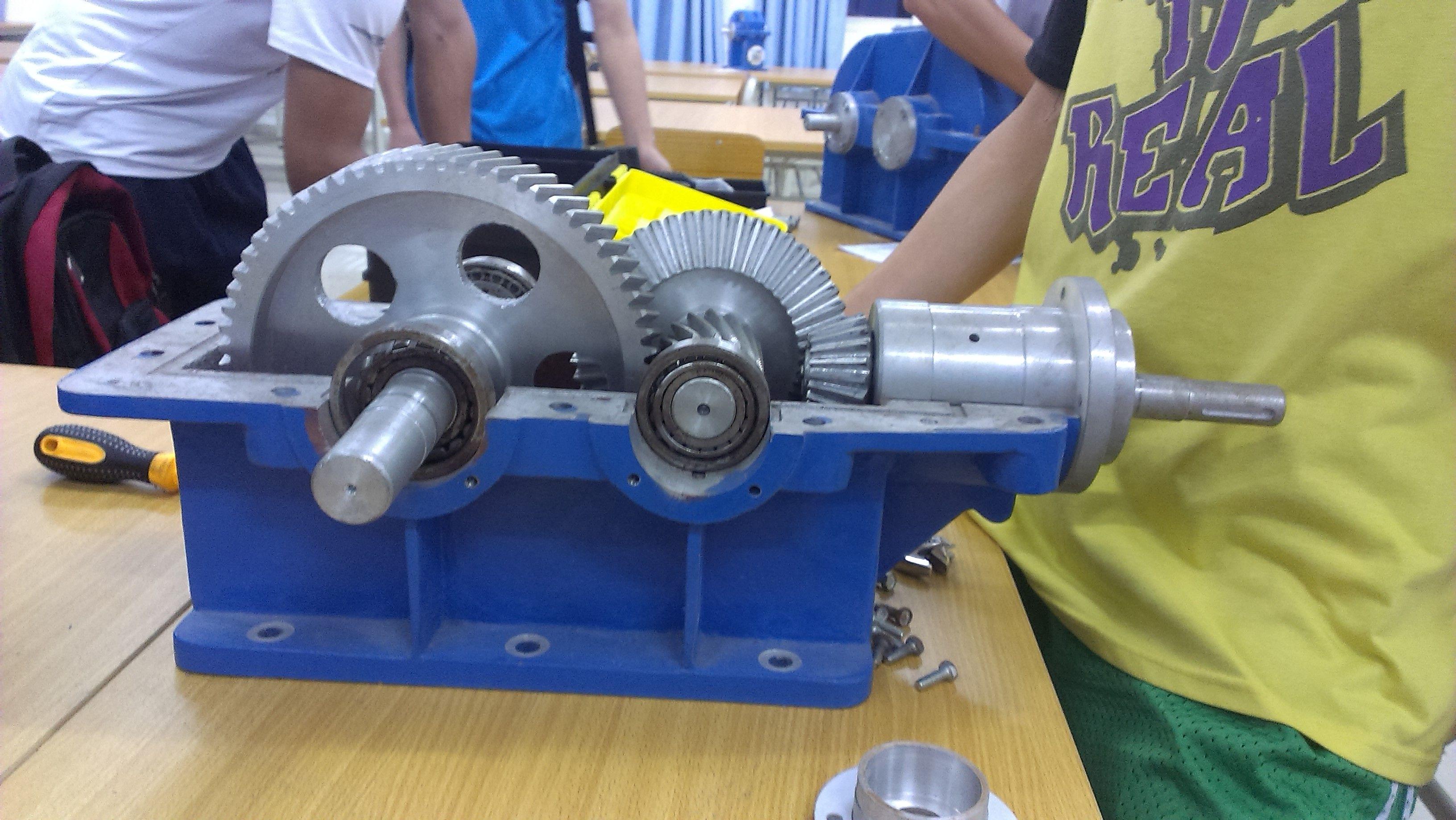 二级圆锥圆柱齿轮减速器装配图
