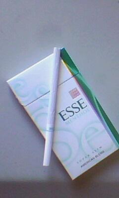 爱喜烟. 只见过竖版的esse 的logo, 横版的这个是真烟么. ?