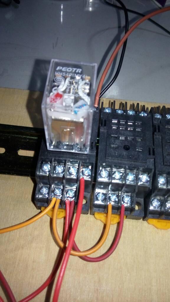 手里目前有启动按钮,停止按钮,24v继电器,24v直流电源,灯