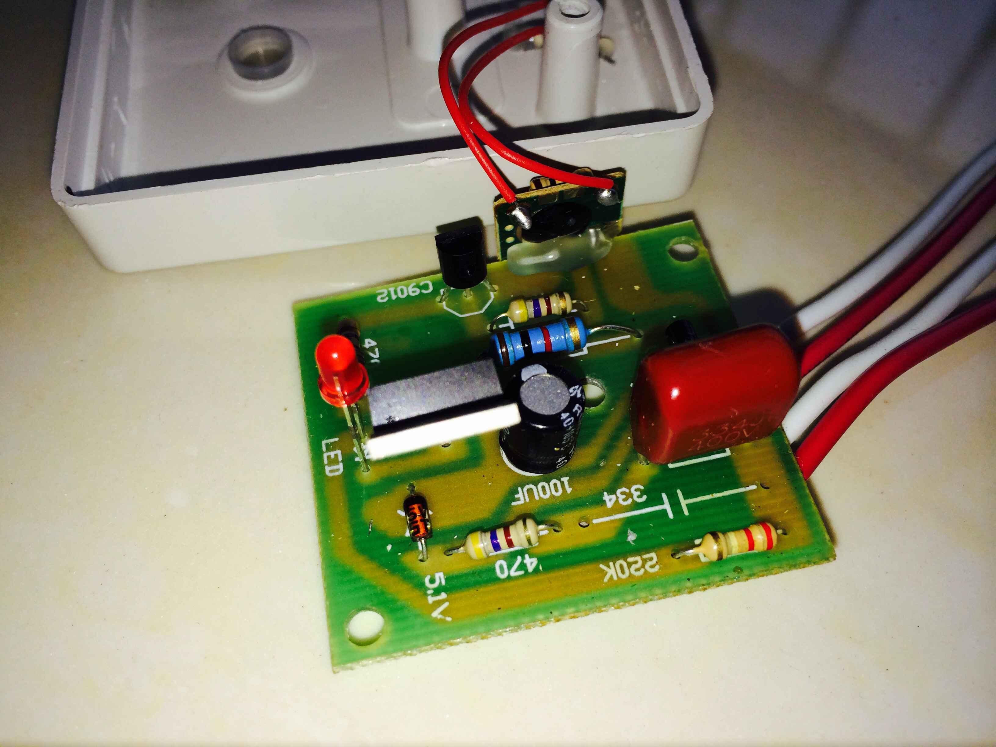 求大神解释下这块主电路板上的副电路板能否用一个三脚的电位器替换
