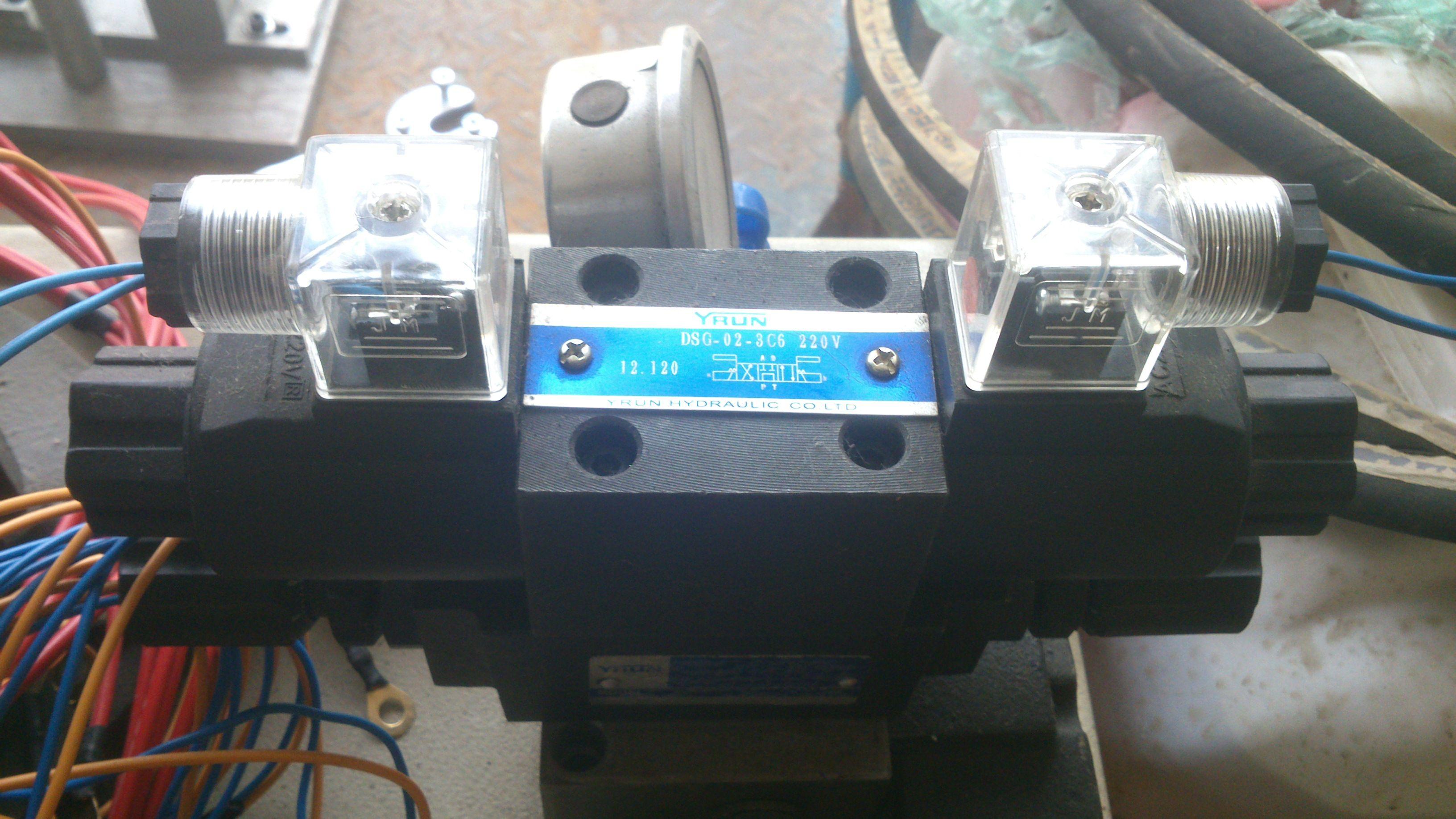 dsg-02-3c6 220v这种电磁阀怎么接线?急求!!!没接触过图片