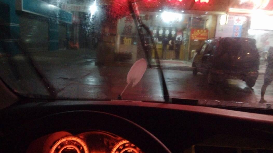汽车挡风玻璃的喷水头要怎么调整