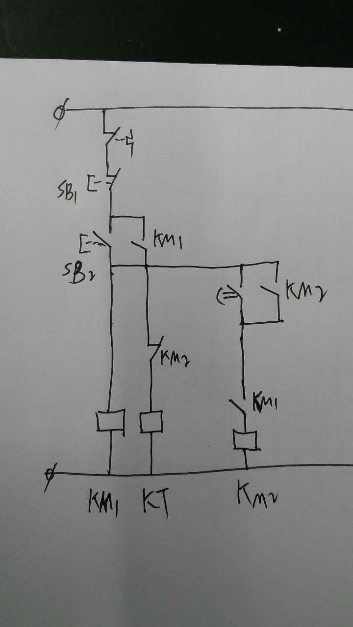 求两个接触器控制的星三角起动电路图!