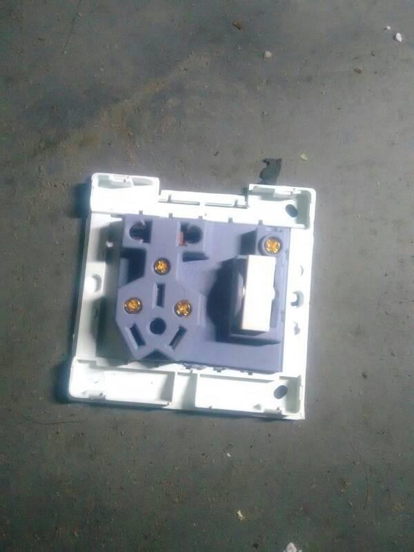 求接线图,插座和开关互不干扰的图.