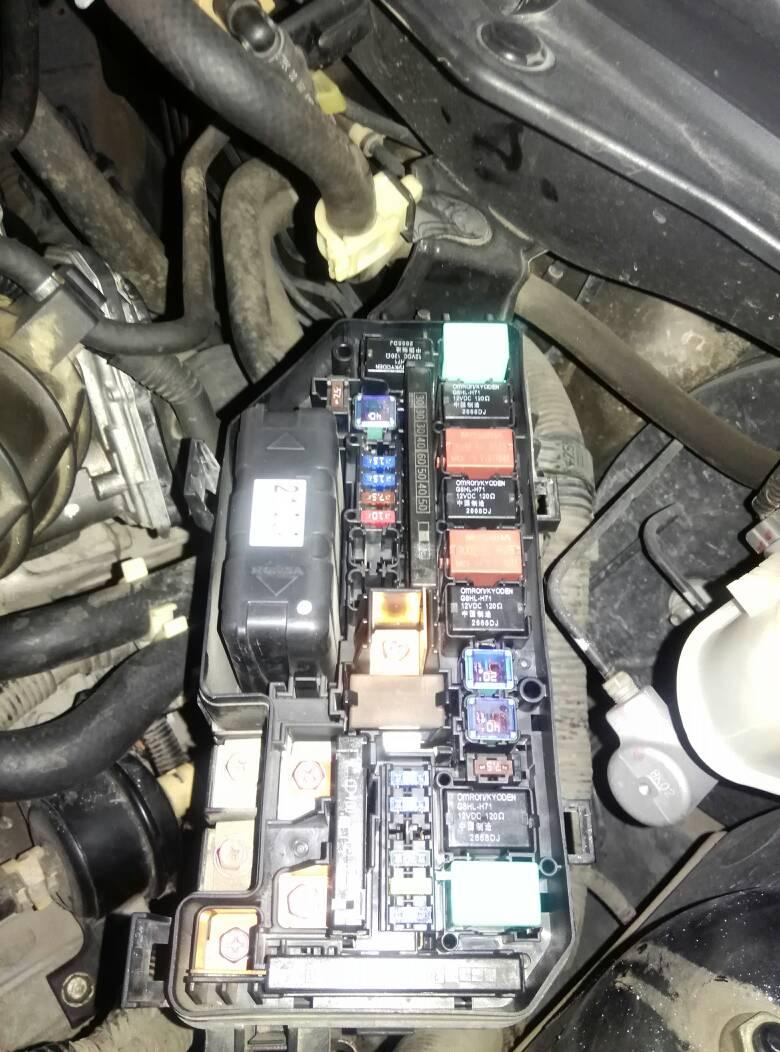 本田八代雅阁空调压缩机继电器在什么地方