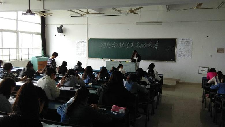 大学生英�yf����(K�_并参加丰富多彩的活动,包括全国大学生英语演讲赛,全国大学生英语辩论