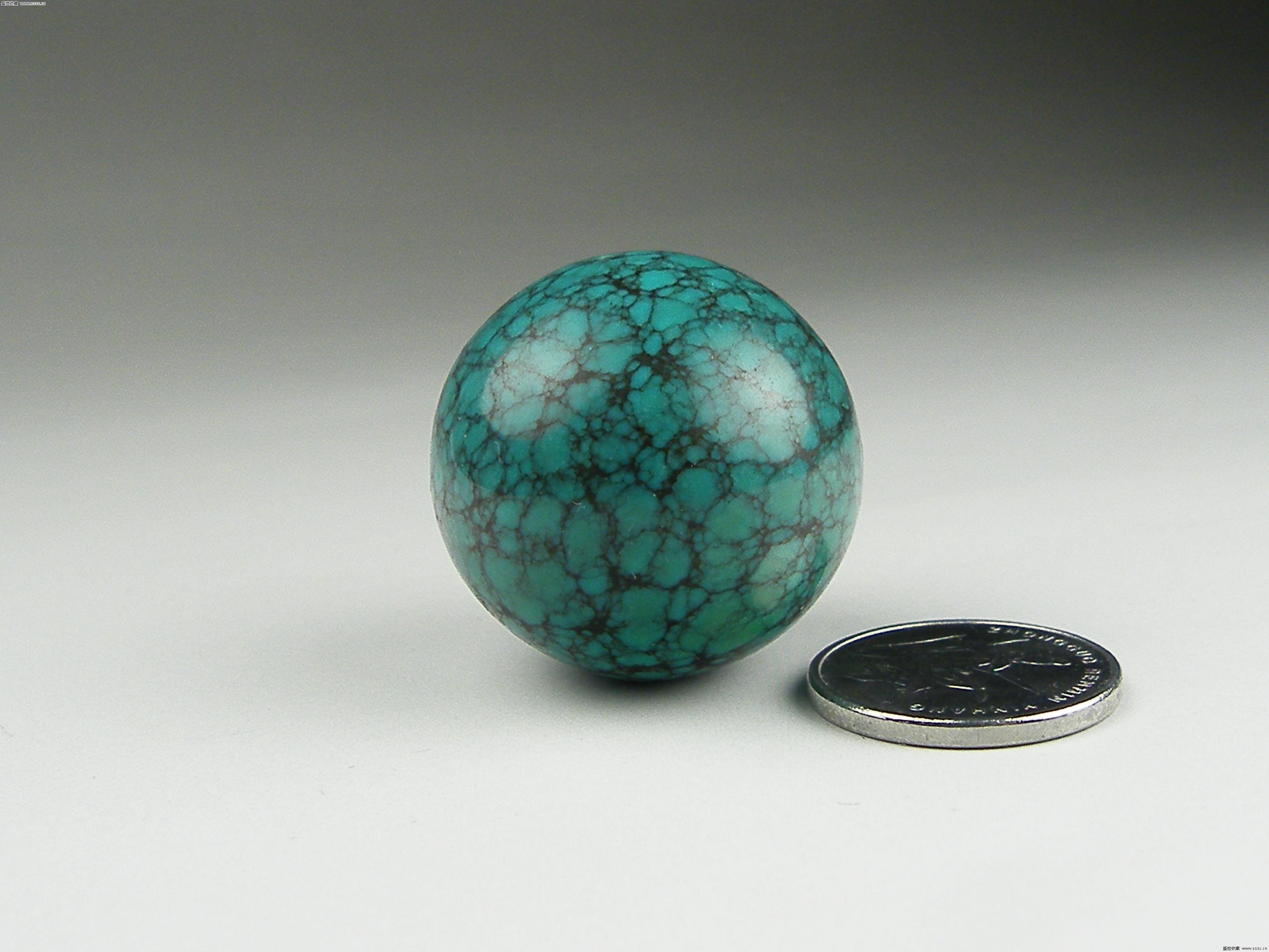天然绿松石因其美丽的色泽和瑰丽的花纹,成为东方,西方共同喜爱的宝石