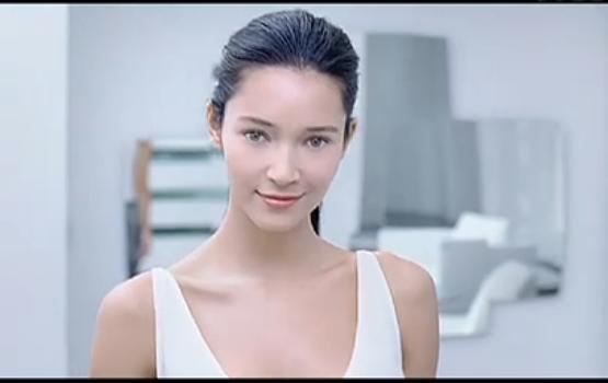 求娇韵诗v脸精华广告里的模特名字
