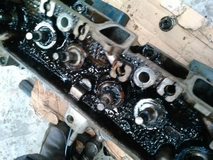 别克老君威发动机大修后,一个月之后发动机内部出现许多油泥,搞了好多