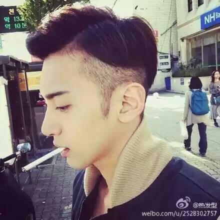 男生发型两边推掉中间留长的发型好不好看图片
