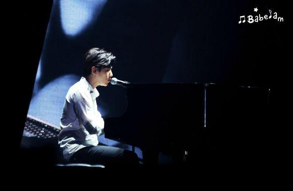 谁有灿烈弹钢琴的图片