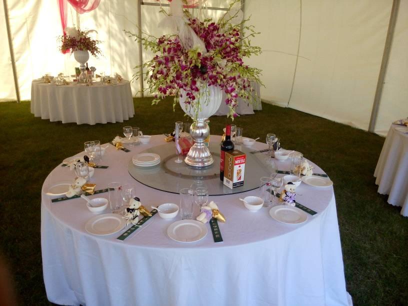 跪求一个以婚宴为主题的中餐摆台,急!图片
