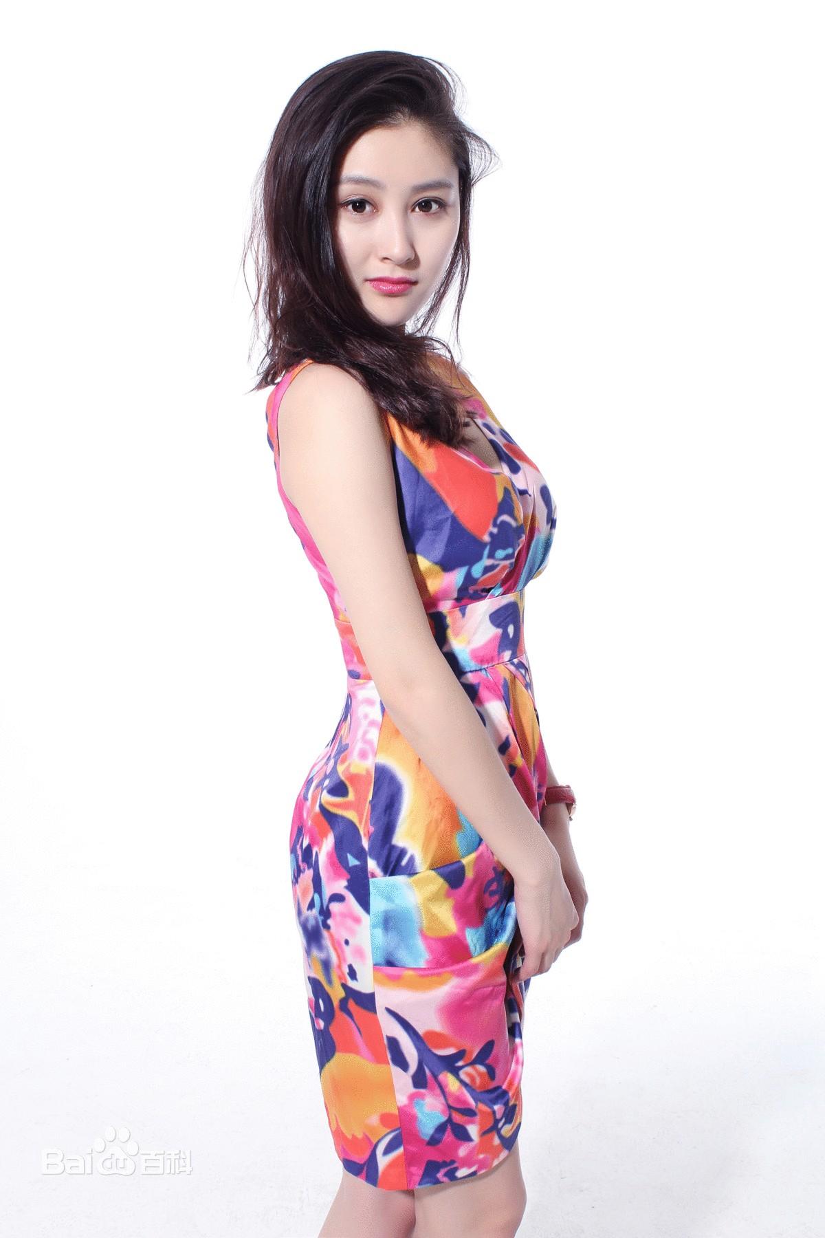 刘安琪,就读于中央戏剧学院,以纯真可人的外表被选中出演《飞虎出征》