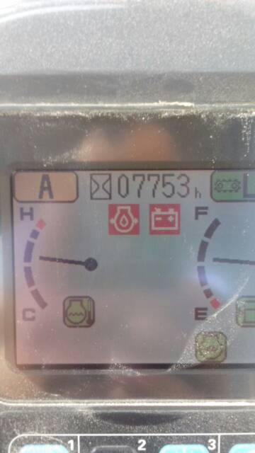 小松360挖掘机仪表盘这个报警图标是什么含义?左边那个水滴状的