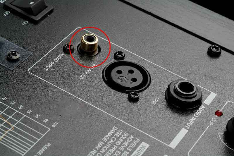 监听音箱和声卡连接