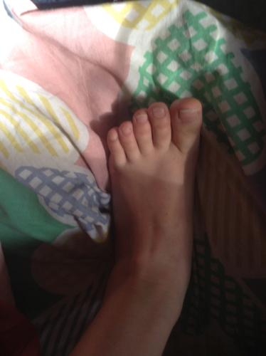我的脚丫子好看吗? 1.好看极了 2.很可爱 3.不好看