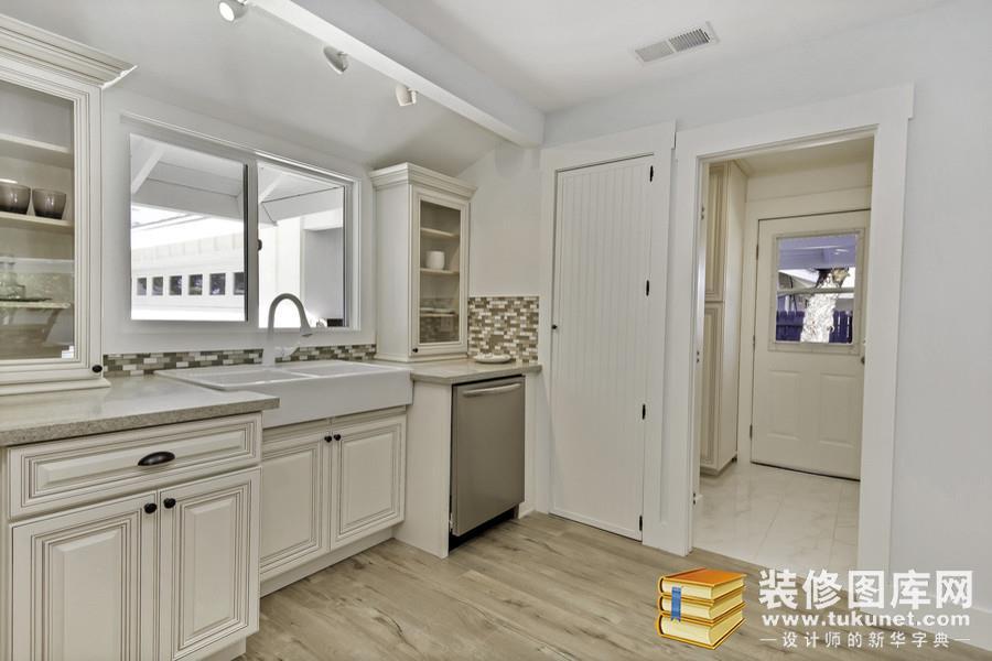 带阳台的厨房装修效果图,装修图库网提供不同风格的厨房装修效果图.