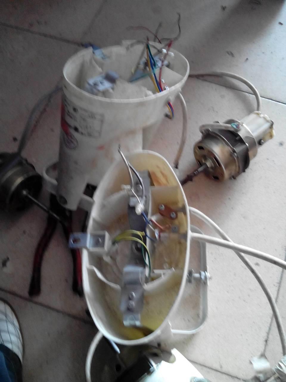 換了風扇電機,紅黃藍,還有電容,怎樣接