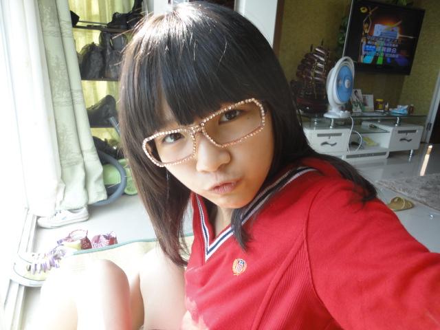 谁发几个大约14或15岁漂亮可爱的小女孩图片.记住一定要漂亮啊.