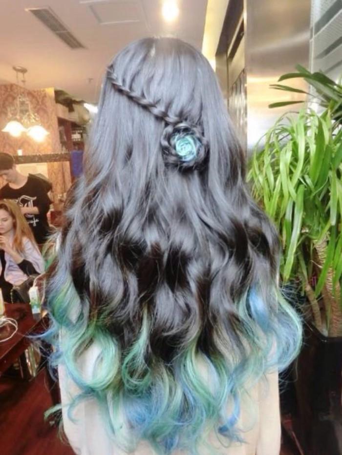 女生背影的图片,中长发或短发