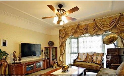 灰色沙发,白色茶几,米黄色电视柜,米黄色背景墙,应该配什么窗帘?
