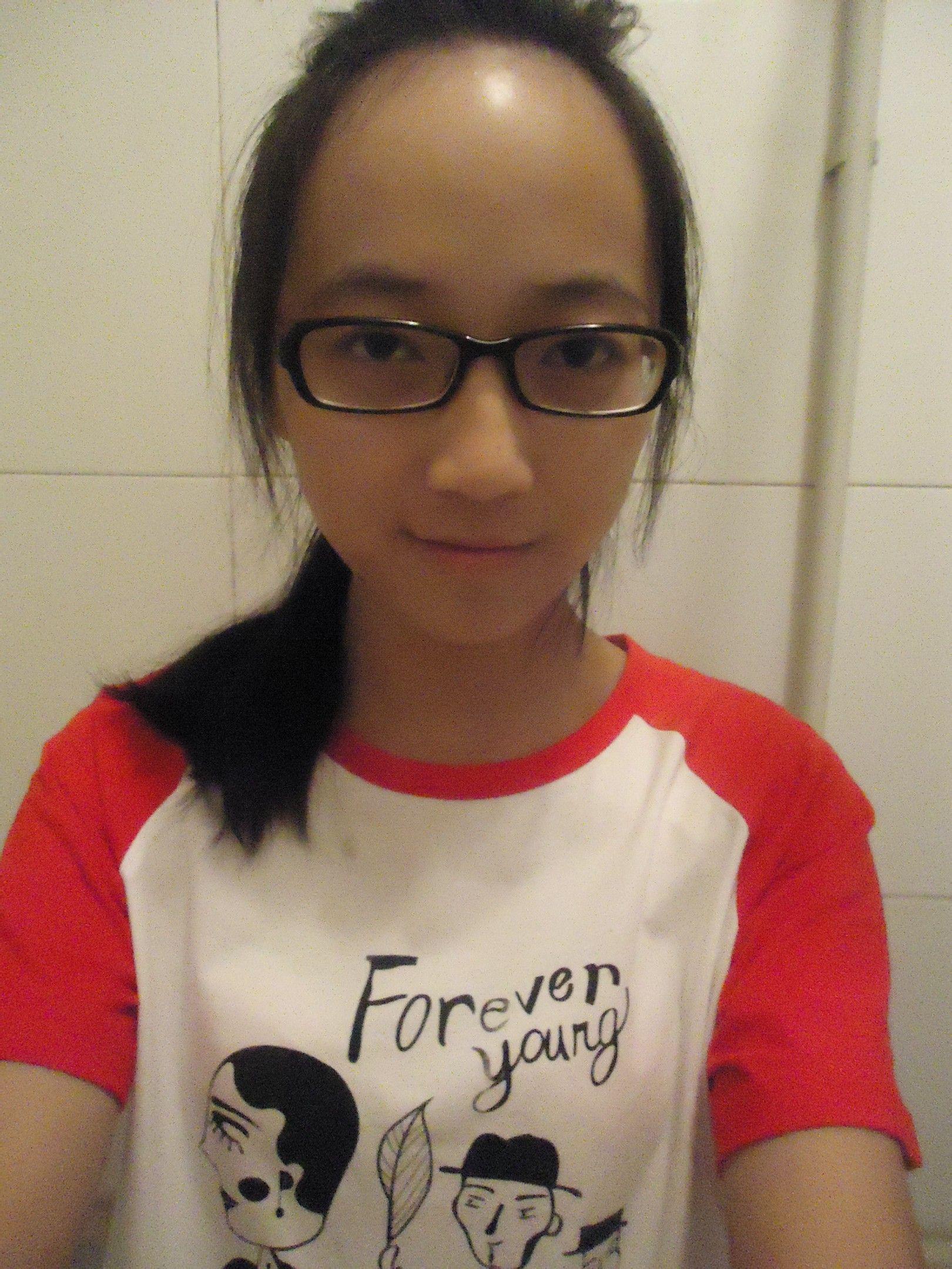 额头高脸长戴眼镜鼻子高小嘴巴的女生适合什么发型?图片