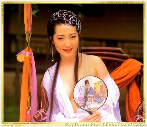 有一个三级片是西门庆和潘金莲的故事有一次武大郎给潘金莲买了个肚兜