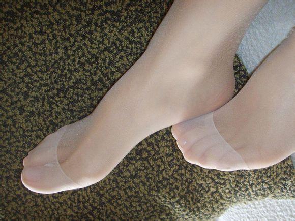 亚洲唯美丝袜_请问这种脚部发白的这种丝袜叫什么名字