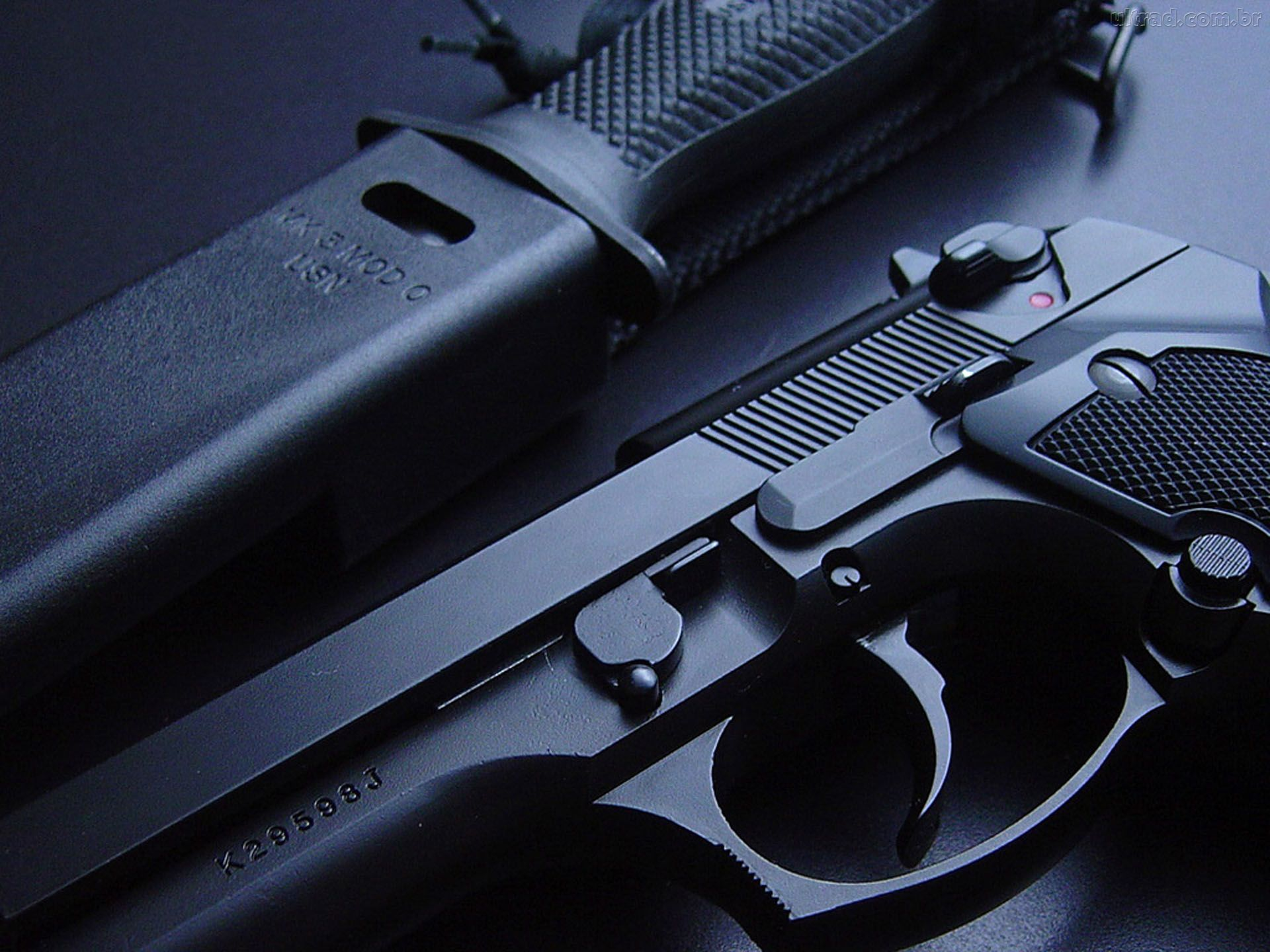 图上是刀和枪.