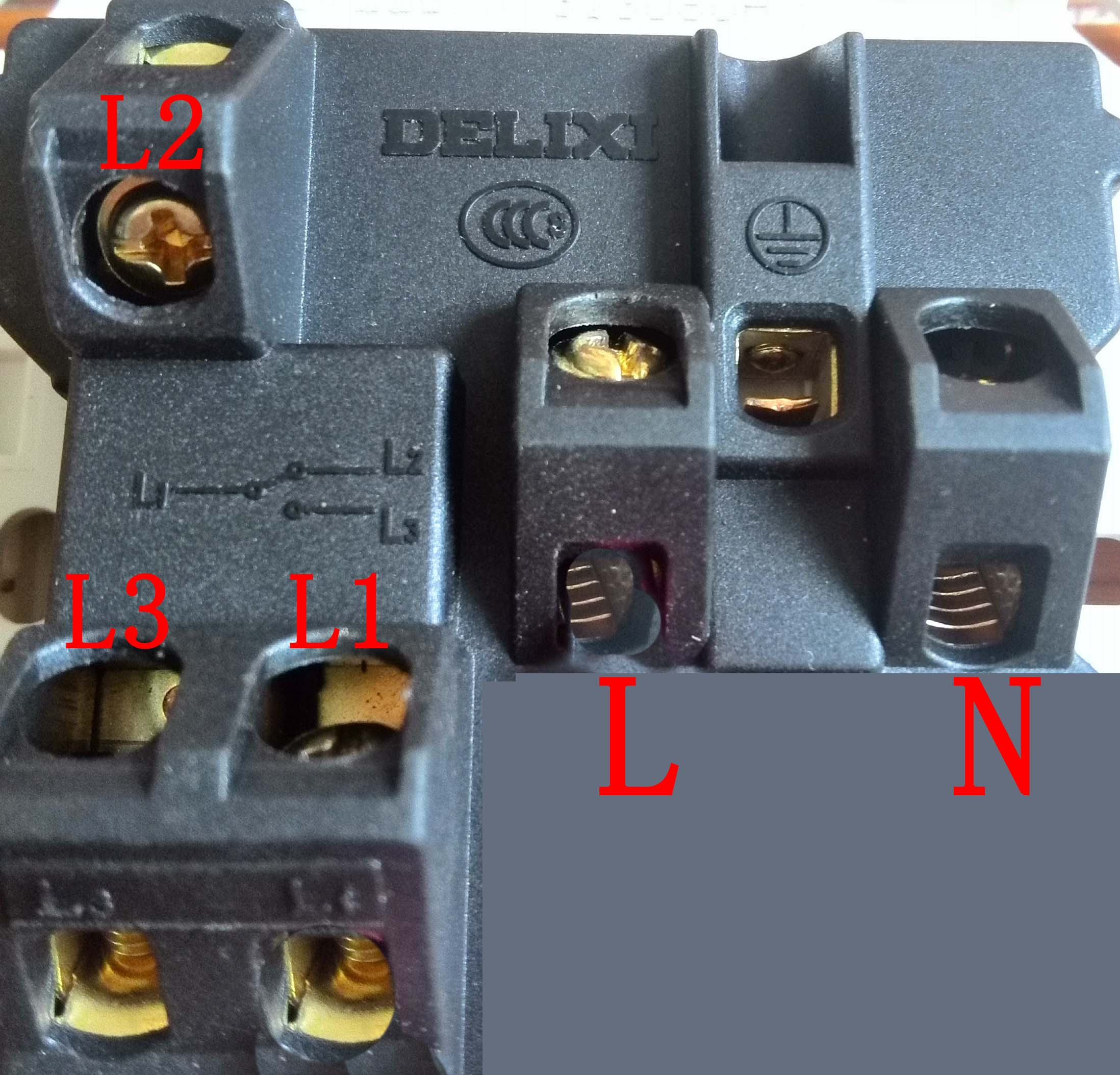 买了一个一开五孔插座,不知道应该怎么接线