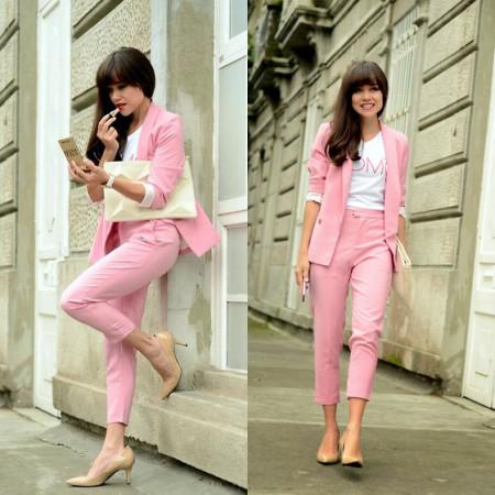 粉红色大衣如何搭配_粉红色西装小外套该如何搭配