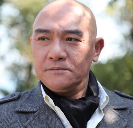 张纪中版《西游记》里的如来扮演者是王绘春,1962年2月6日出生于山东图片