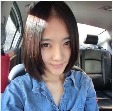 女生直短发,纯净动人,中分的刘海呈现完美鹅蛋小脸,自然系的暖色发色图片