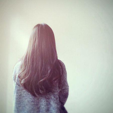 女生背影的图片,中长发或短发.请帮忙