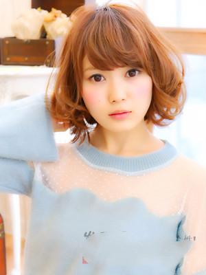 甜美的短发梨花头发型,一款微卷的刘海蓬松而有气质,个性的小卷烫发图片