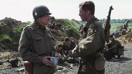 美军506团E连官兵们为什么受伤未愈也要赶回部队?