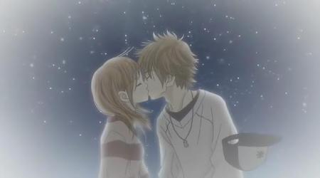 求动漫男生女生唯美温馨图,比如摸头,拥抱,亲吻也可以