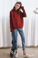 酒红色毛衣怎么穿搭比较好看