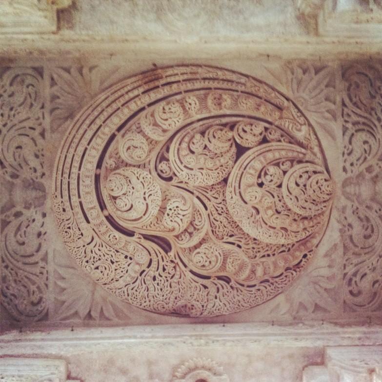 千柱神庙顶上的雕刻,大理石手工雕刻,不服不行图片