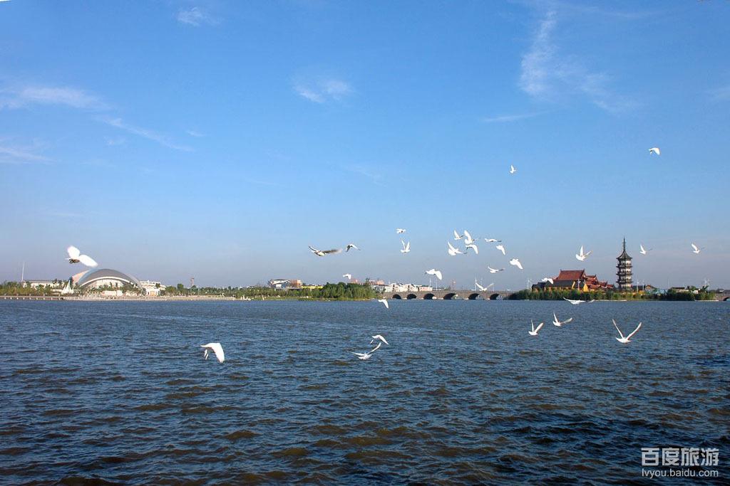 九龙山滨海旅游区位于浙江省嘉兴市杭州湾北岸