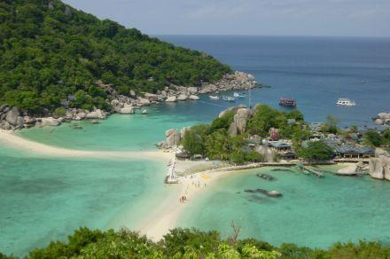 南园岛分为两个岛屿,南岛和北岛.