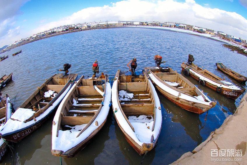 荣成市俚岛镇,是个依山傍海,景色秀丽的小渔村,村东南有一座小山叫崮