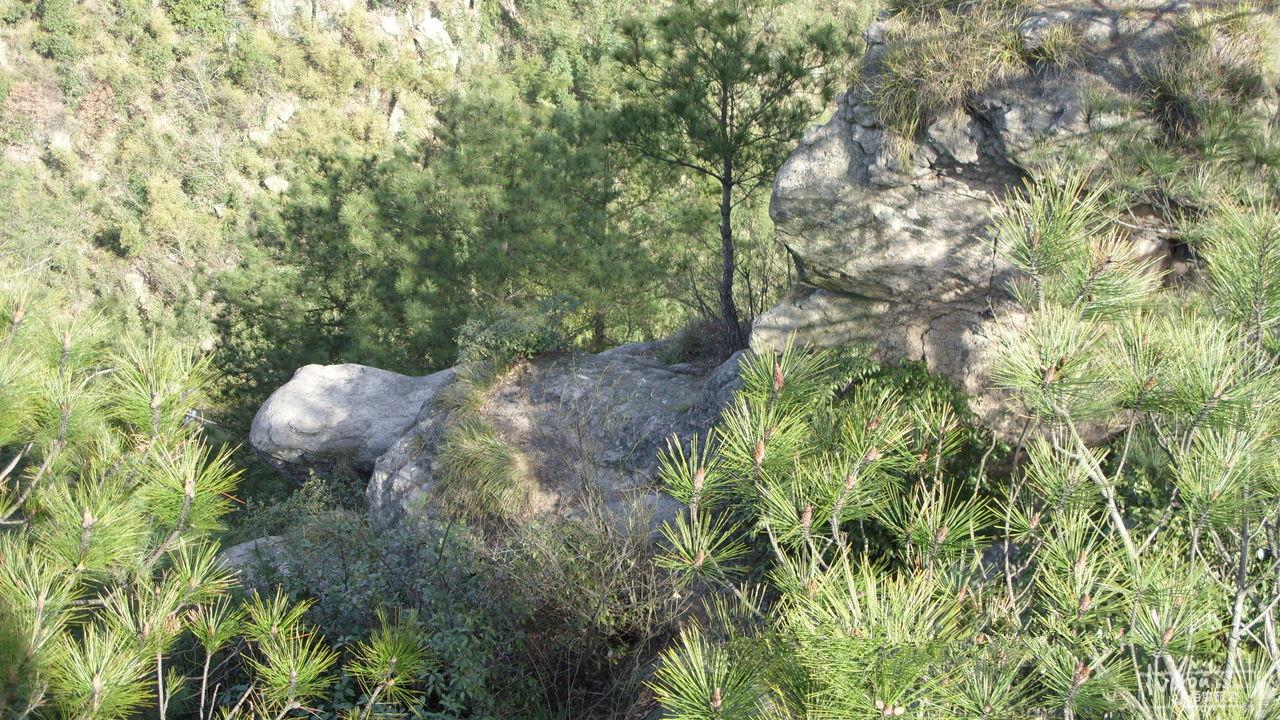 广德灵山大峡谷位于宣城市广德县的灵山大峡谷旅游区属于黄山余脉和