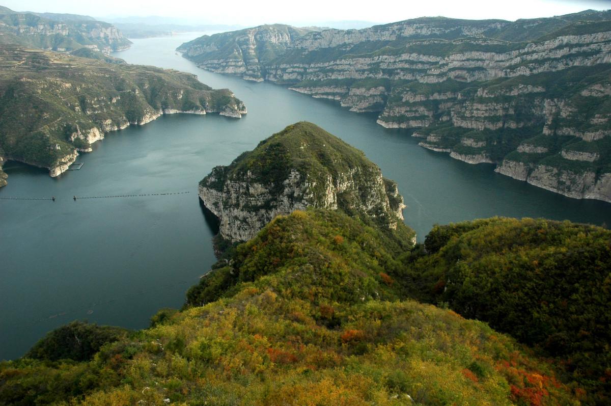 构成了黄河三峡风景名胜区